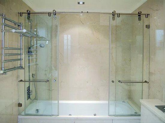 A sliding screen for bath