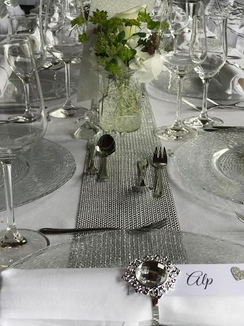 Tischdekoration mit Silberleuchtern und Glitzer, 4 Hochzeiten und eine Traumreise 2.0 im Riessersee Hotel Garmisch-Partenkirchen, Traumlocation am See in den Bergen, 2017