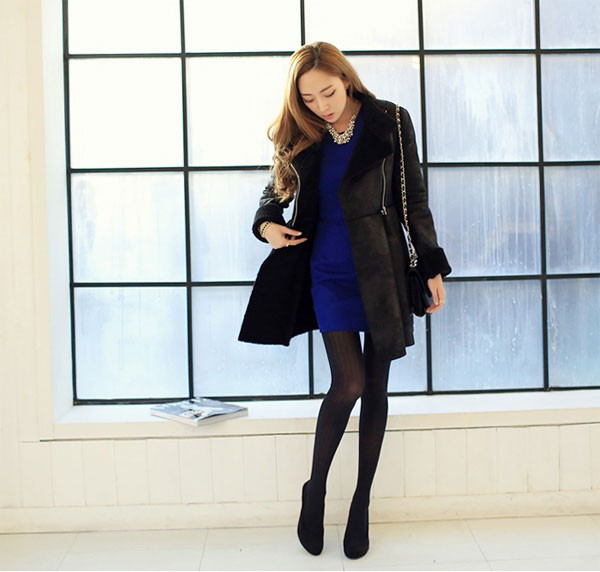 cách phối đồ mùa đông với váy len và tất đen