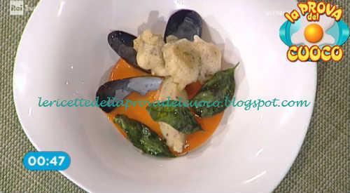 Prova del cuoco - Ingredienti e procedimento della ricetta Cozze fritte con colis di pomodoro e quenelle di patate di Gian Piero Fava