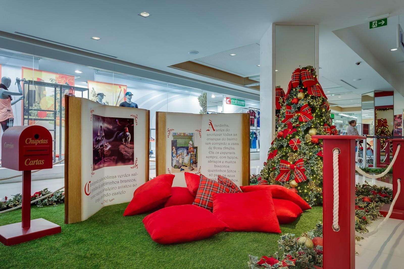 f23fded14767e Nos pisos L2 e L3 os clientes do mall podem conferir a presença do mascote  natalino do Shopping Mueller  o gigante Urso Caramelo.