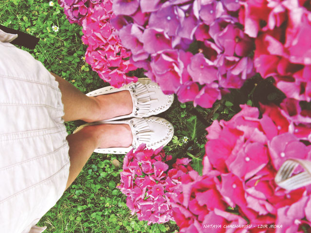 Chachamisu, photography, fashion, personal style, LdiR Moka moccasin slippers ivory, wander, flowers, hydrangea, fuchsia, purple, pink, magenta, bloom, summer, Austria