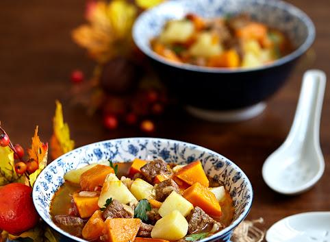 Gulasz wołowy z dynią i ziemniakami