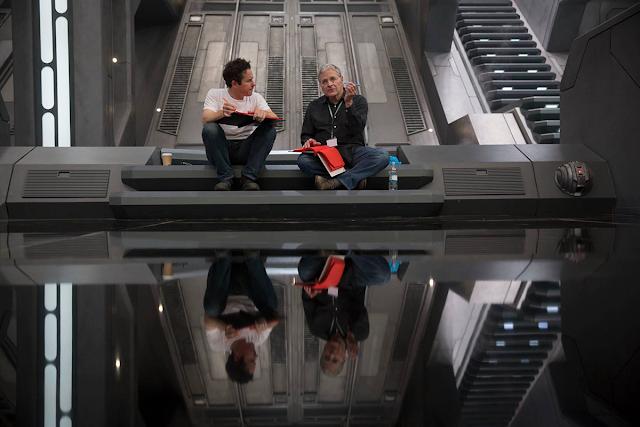 Lawrence Kasdan şi J.J. Abrams pe platourile de filmare Star Wars: The Force Awakens
