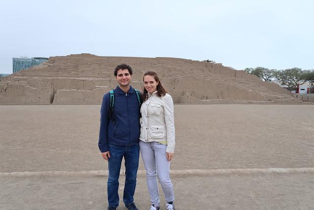 Patio principal de Huaca Pucllana en Lima