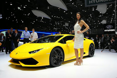 Lamborghini Huracan LP610-4 Spyder with model photo