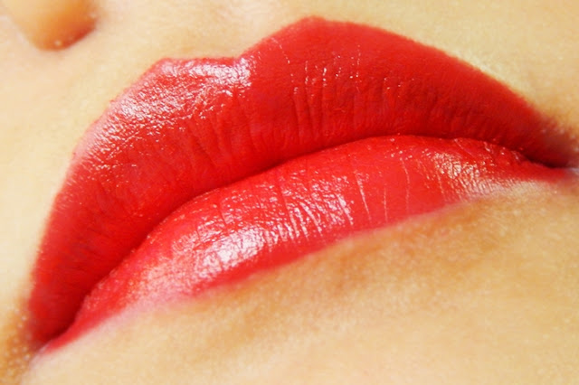 Maybelline Color Show Big Apple Red Creamy Matte Cosmopolitan Red Lips