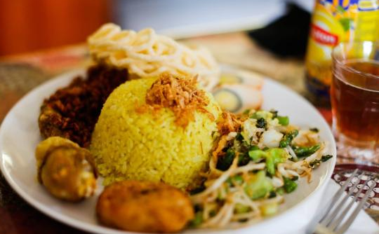 Resep Nasi Kuning Manado Dengan Bihun Urap