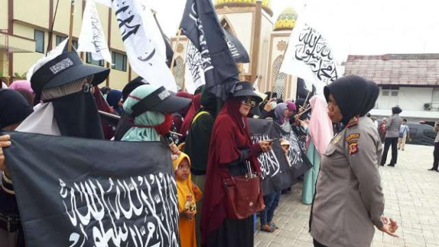Aksi Bela Bendera Tauhid, Ratusan Orang Long March ke Polresta Bogor