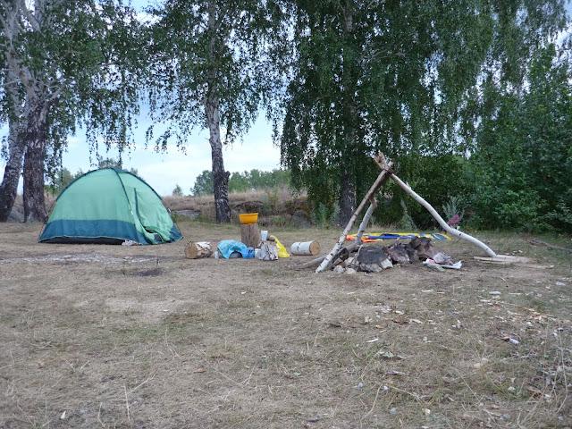 Палатка на берегу Иртяша