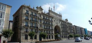 Paseo de Pereda. Edificio del Banco Santander.
