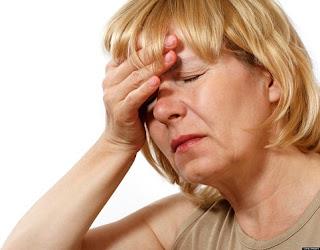 Rối loạn tiền đình gây mất thăng bằng, chóng mặt và nôn