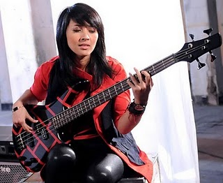 kotak13+chua 10 Gitaris Top Wanita Indonesia