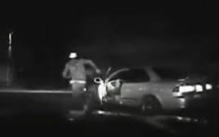 Bêbado é atropelado pelo próprio carro durante perseguição policial; assista