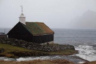 Церковь в Фуннингуре, Фарерские острова. Фото: Ольга Шарыкина