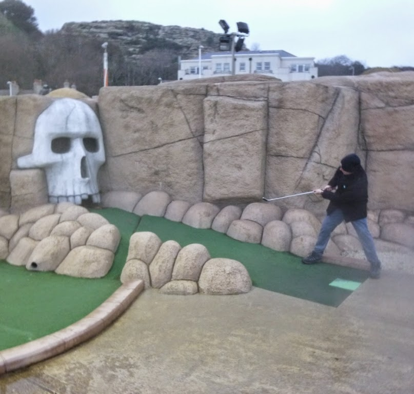 Minigolfer Richard Gottfried playing the skull hole on the Pirate Golf course in Hastings