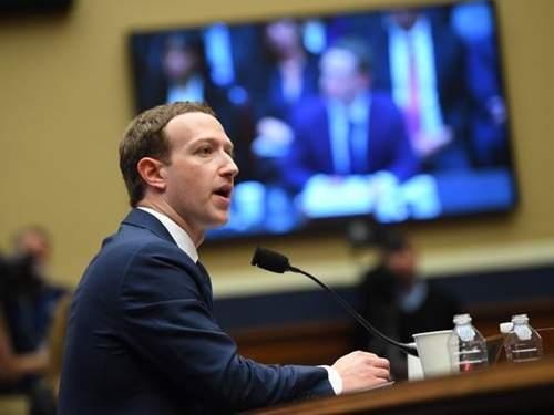 Nhà đầu tư không muốn Mark Zuckerberg là Chủ tịch kiêm CEO Facebook