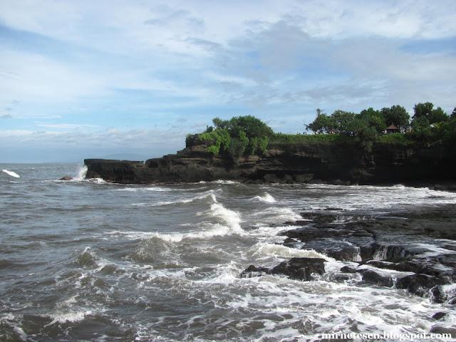 Маленький храм рядом с Танах-Лот, Бали