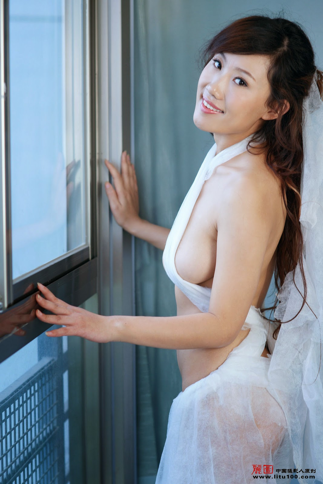 Naked Wedding Photos As Memento New Fad In China