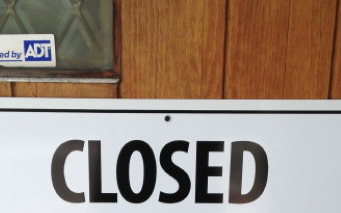 photo of closed sign