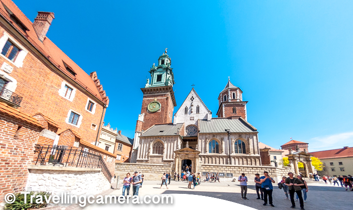 Wawel Castle hours : Typically Wawel castle is open from 10 am to 4:30am and the timings vary from month to other. At times it opens at 9:30 am as well and closing time is 5pm as well. This is mainly for the paid exhibits & shows.