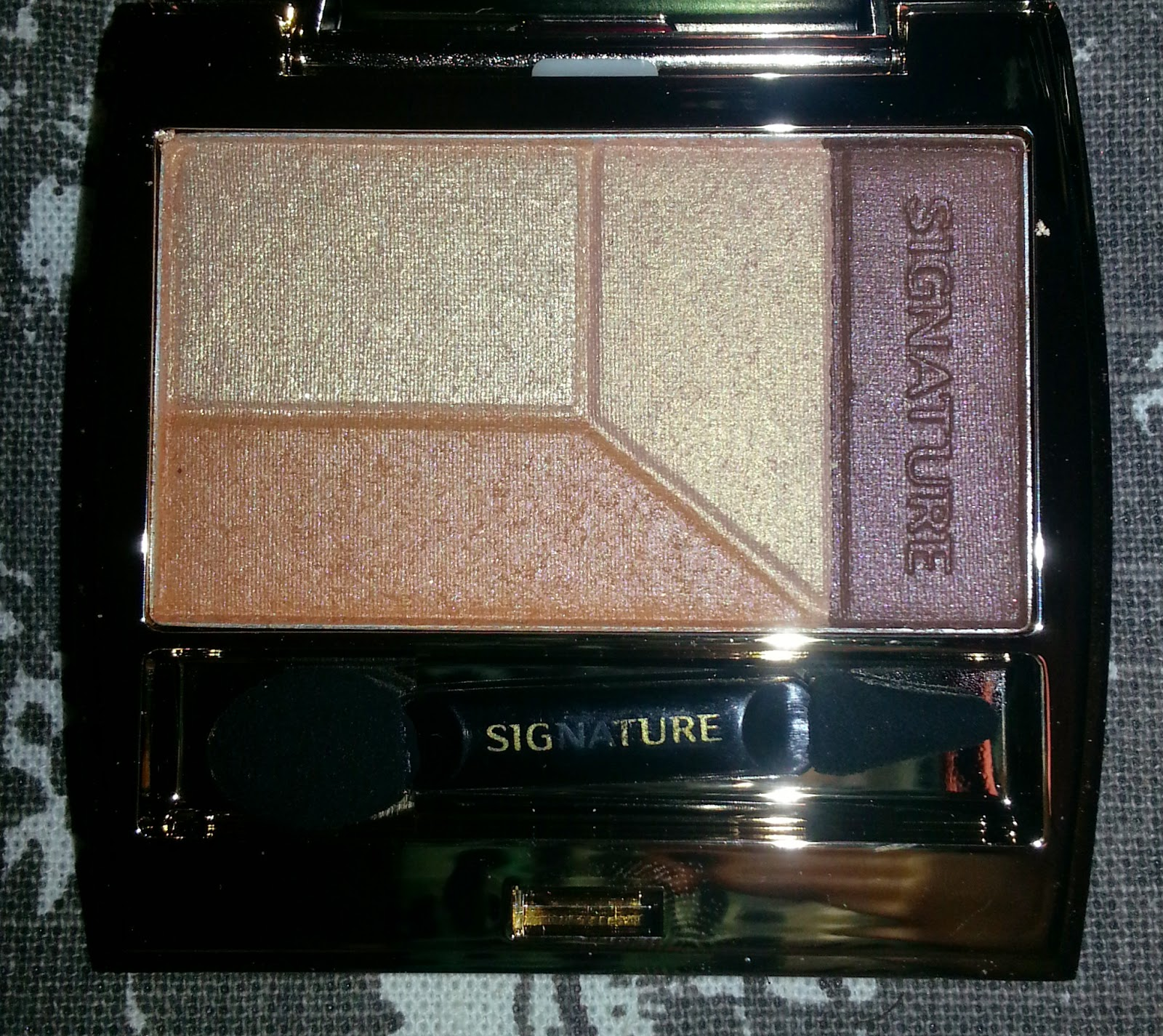 Missha Signature Velvet Art Shadow Quad in Peach Combination