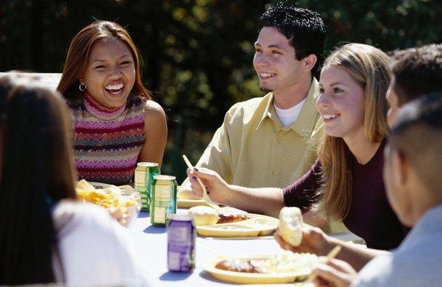 كيف تؤثر الاختلافات الثقافية على نمو المراهقين