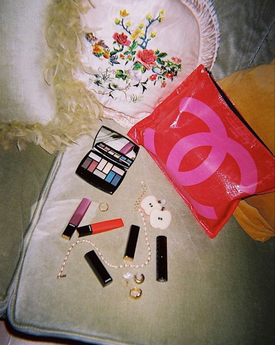 Beauty Flatlay, María Bernad, chanel, welovecoco, beauty, makeup, decor | Allegory of Vanity