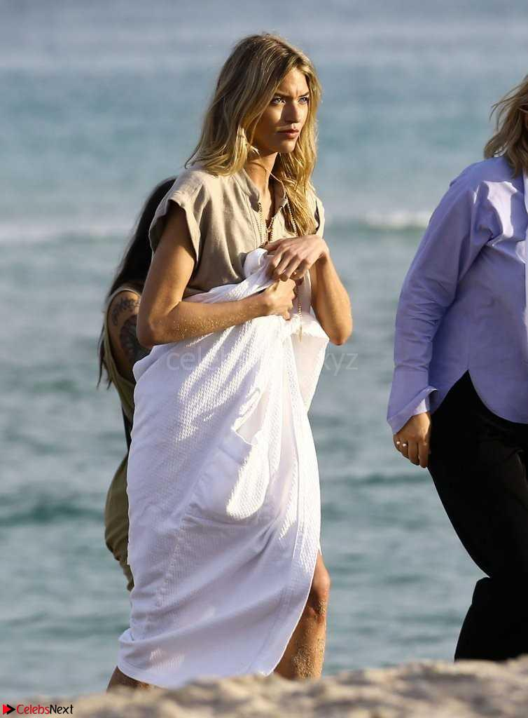 Martha-Hunt-Swimsuit-Pictureshoot-in-Miami-2+sexycelebs.in.jpg