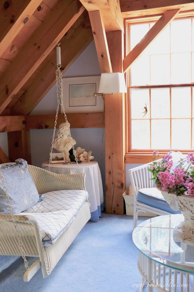 Transform a swing loft into a cozy, relaxing French Country seating area using blue toile.