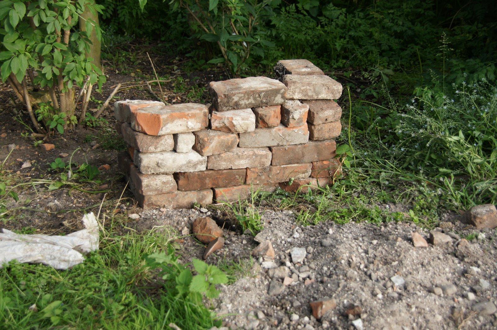 Van de stenen die ik vond, kon ik gewoon een muurtje metselen.