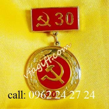 chuyên sản xuất và cung cấp huân chương kháng chiến, cung cấp ve cài áo nhân viên - 260093