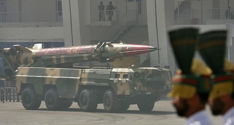 عاجل : وزير الدفاع الباكستاني يوجه تحذيرا نوويا لإسرائيل