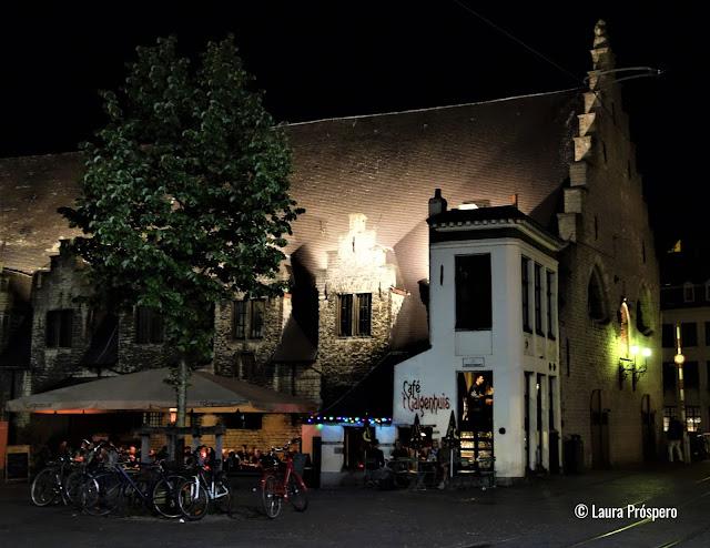 Café 't Galgenhuis, conhecido como o menor bar de Gand.