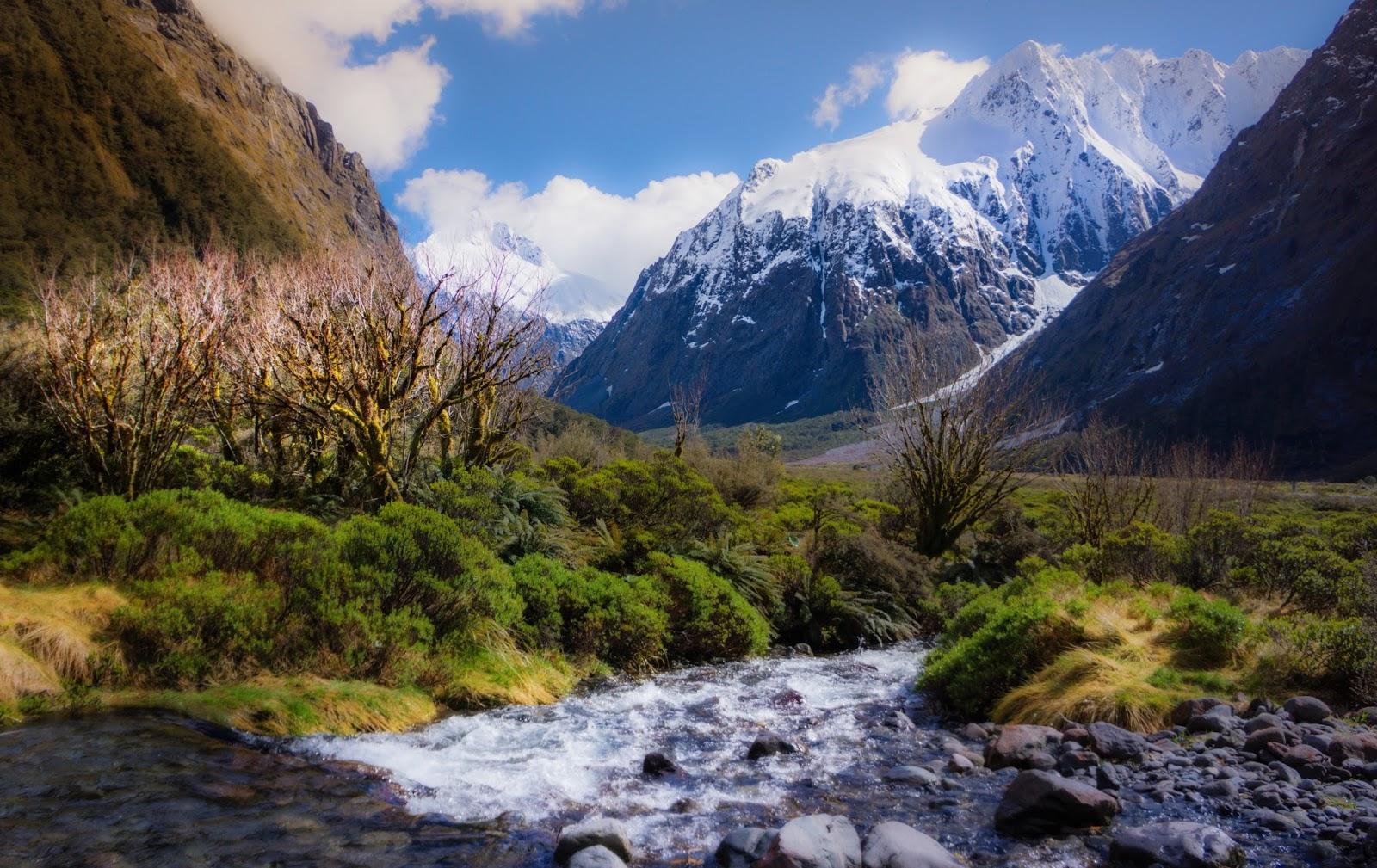 Potentes Montañas Nevadas Fondos De Pantalla: Imagenes Y Wallpapers: Fondo De Pantalla Paisaje Montañas