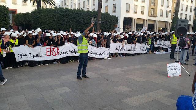 طلبة ENSA يحتجون ضد مرسوم الدمج أمام البرلمان بالرباط اليوم من الساعة الثالثة الى السادسة في ثاني وقفة