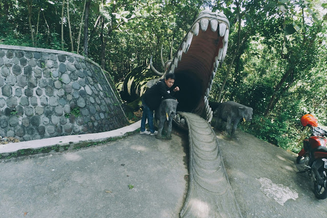 Kepala Naga di Kolam Renang Batu Seribu Sukoharjo