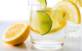 Limón y agua