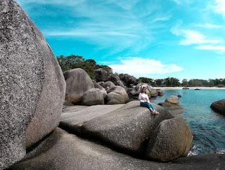 batu granit di pantai tanjung tinggi