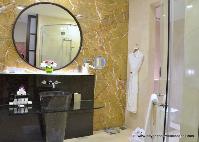 Al Raha Beach Hotel bathroom