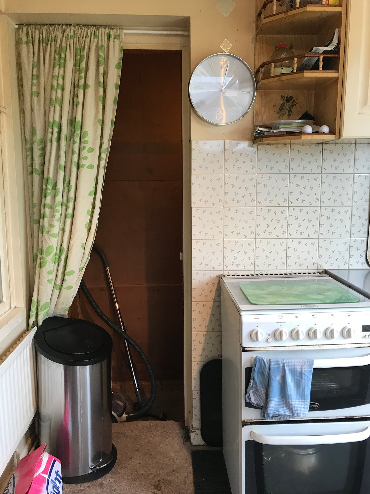 boiler 房间 behind kitchen