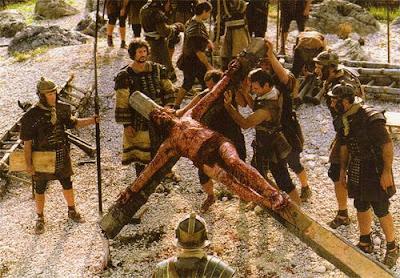 Imagen de Jesús siendo crucificado