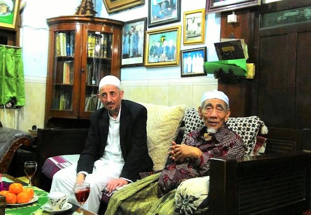 KH. Maimoen Zubair bersama Syeikh Taufik Ramadhan Al-Buthi