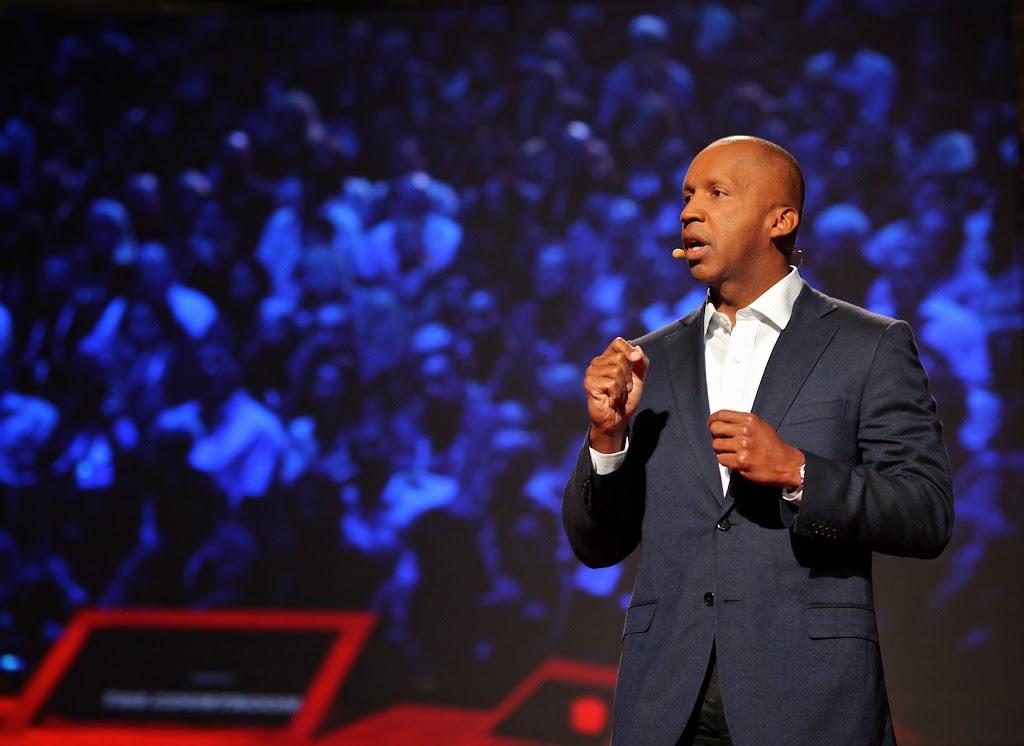 破TED紀錄鼓掌最久的演說,沒有用到任何圖表道具。他做了什麼?