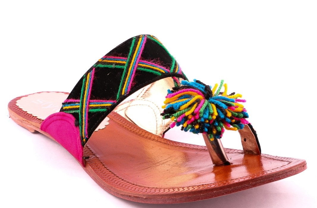 cfff9ac42b9e In this modern age mostly girls like to wear stylish Metro shoes of  different types such as high heels