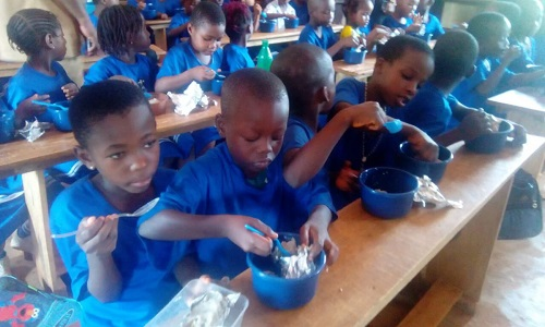 At last, Buhari Fufils Campign Promise, Kick-starts School Free Meals In PDP State of Anambra; See Photos