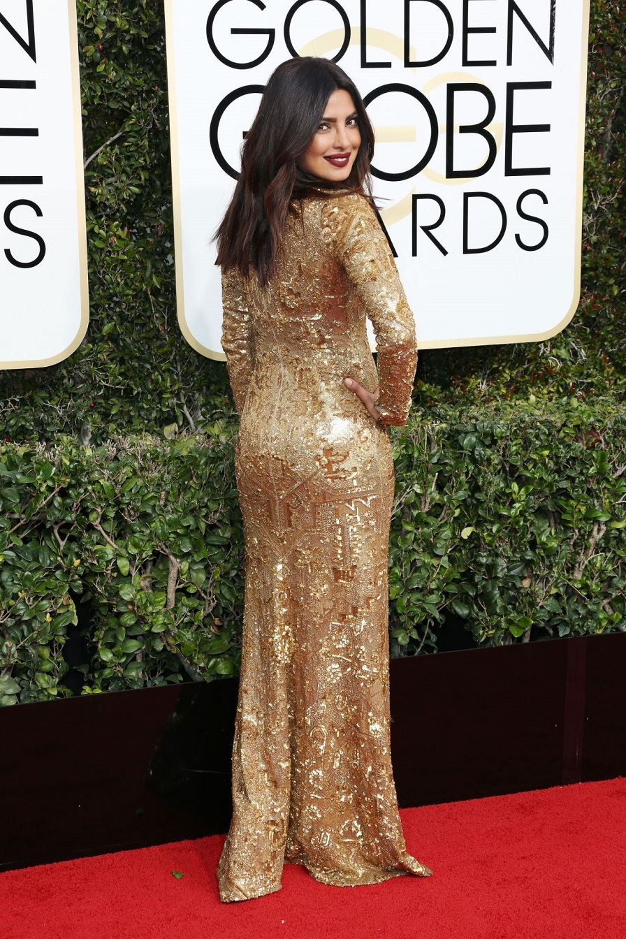 Priyanka Chopra stuns in plunging metallic gown at the 2017 Golden Globes