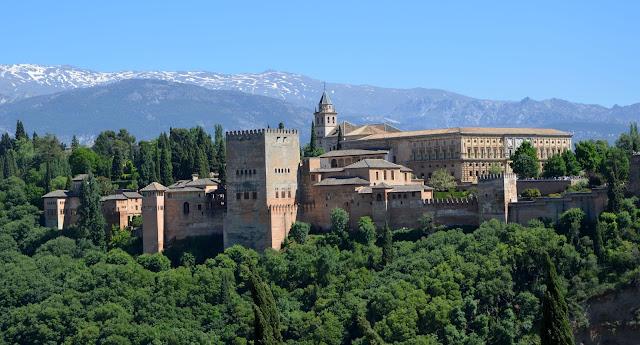 Jak powstała Alhambra w Granadzie?