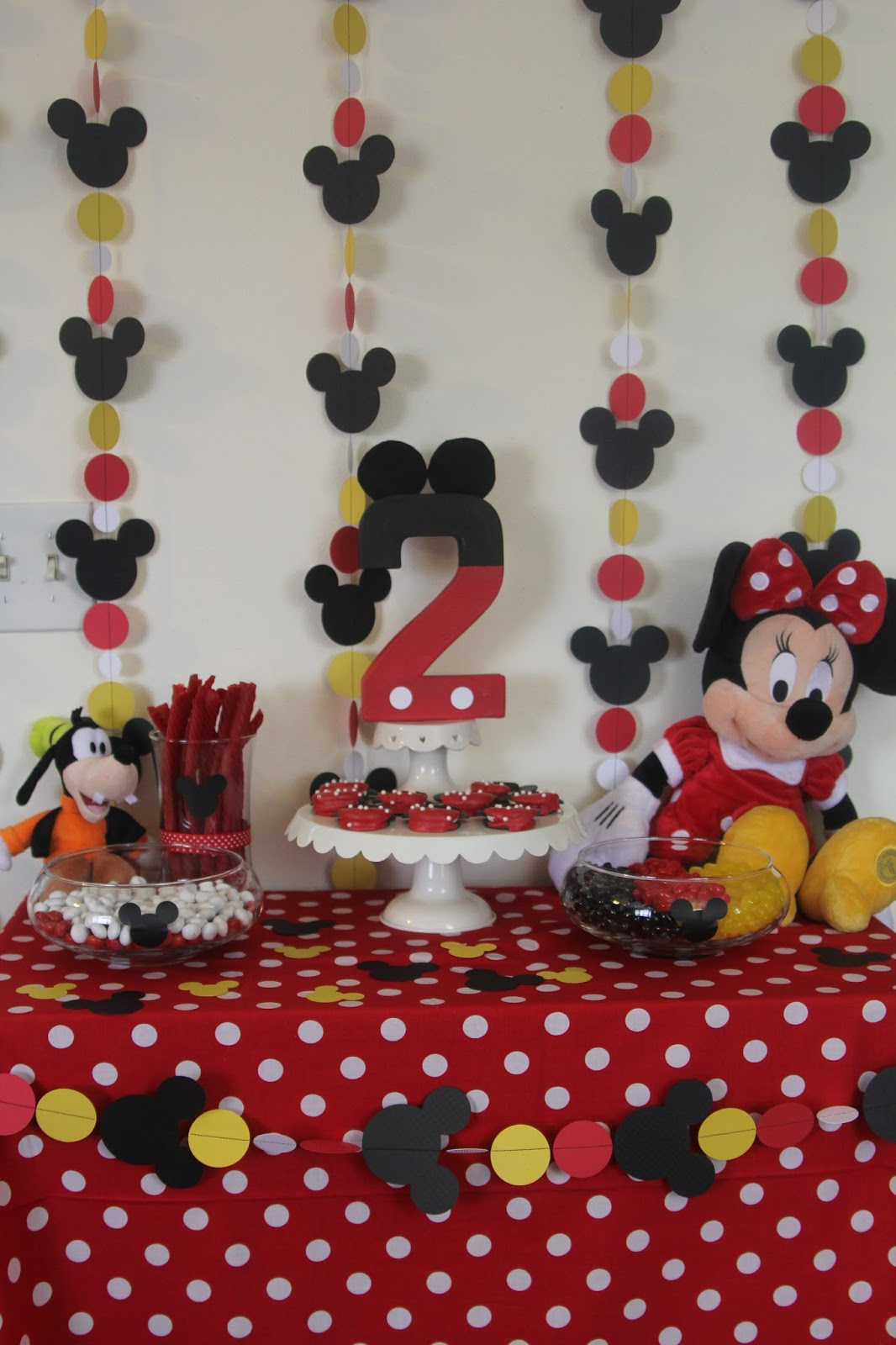 Decorating the Dorchester Way Simple Red Minnie Mouse Birthday Party