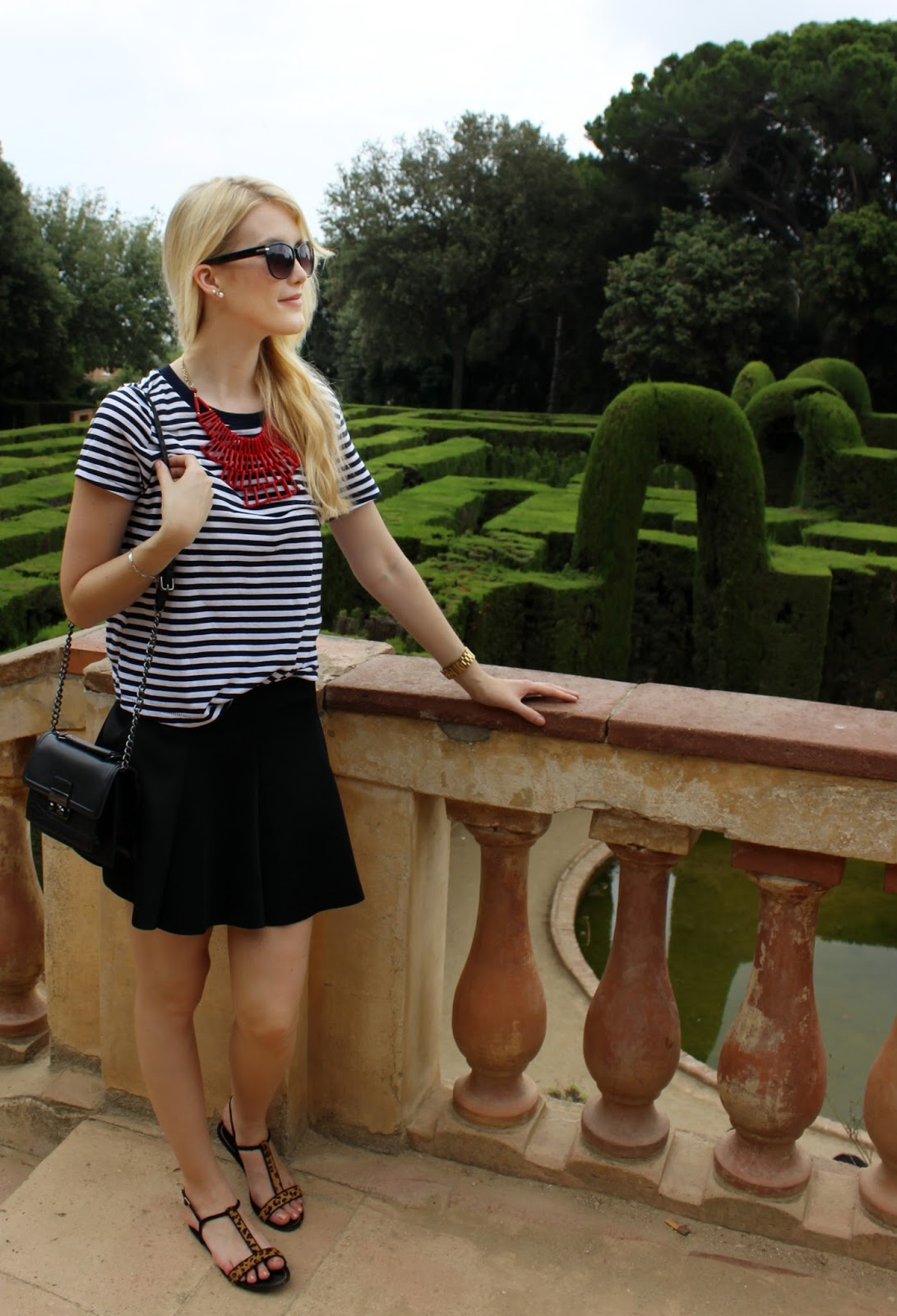 TheBlondeLion outfit stripes statement necklace Parc del Laberinth Barcelona
